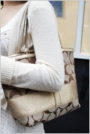 가을바람에 커피향이 묻어나는 분당 정자동 카페거리에서 만난 스타일리쉬 소니피플을 소개합니다.-이지현(21) / 대학생