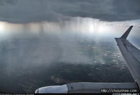 비행기에서 찍은 소나기