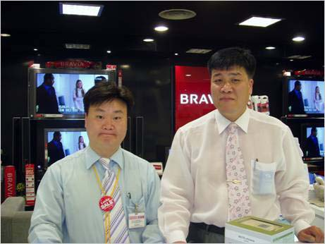 엔씨(구 뉴코아)백화점 평촌점에서 알파군이 만난 강성현 점장님