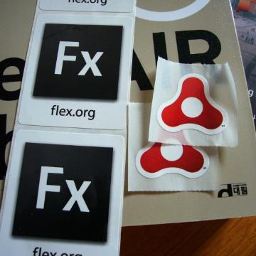 Flex, AIR 로고 스티커입니다. ㅎ (크기가 좀 다른게 좀 아쉽.. ㅋ) 핸드폰줄과 스티커는 오신 분들께 모두 드린거예요 ㅎㅎ