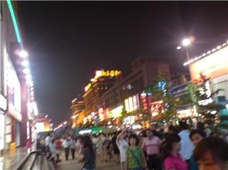 사람많고 건물 큰(너무 크다) 왕푸징